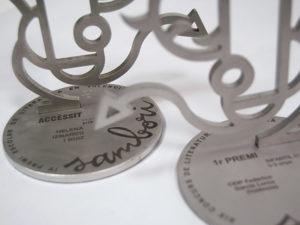Corte y grabado láser sobre metal – Trofeo